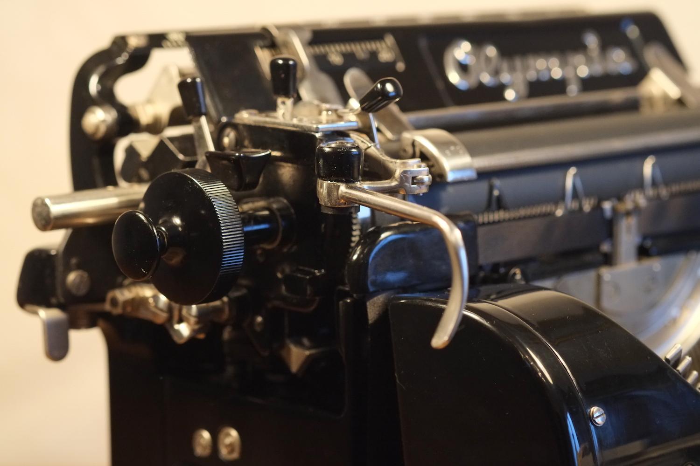 Пишущая печатная машинка Olympia 8M