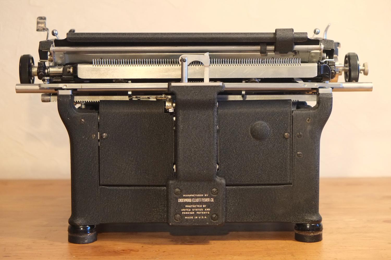 Пищущая печатная машинка Underwood Standard S