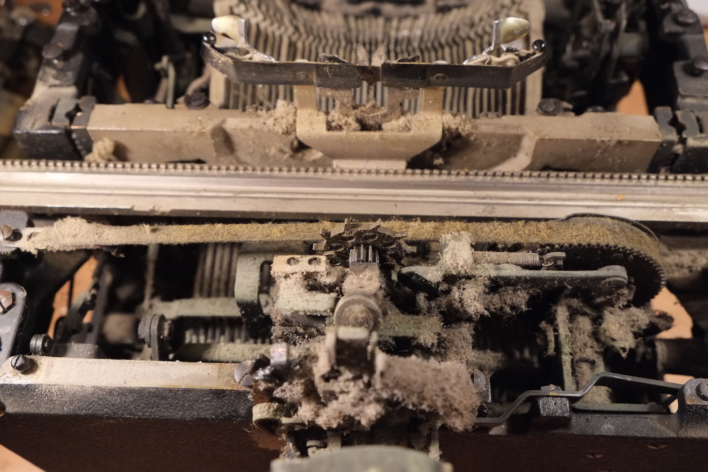 Пишущая печатная машинка Royal KMM