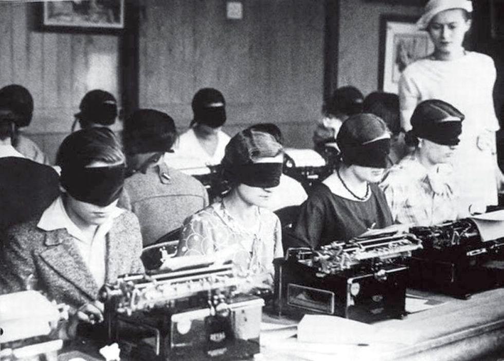 Обучение машинописи слепым методом. Париж. 1940-1950